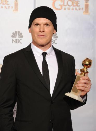 Actor From Dexter New Michael Chall Se Lleva El Globo De Oro Por Dexter  Onecorazn Design